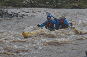 Jurie (front) and Devon power through a rapid at the start of Day 7 of the Expedition.